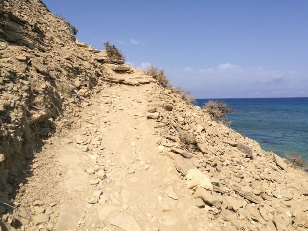 Пътечката между плажа Агиянис и плажа Лавракас на остров Гавдос
