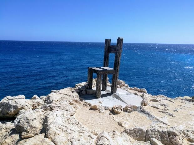 Столът на нос Трипити, монтиран от руската група на остров Гавдос