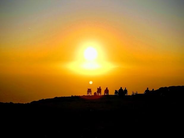 Изпращане на слънцето   при фара на Гавдос