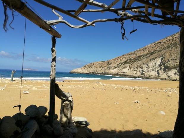 Заслонът, в който плажувахме за няколко часа на плажа Потамос