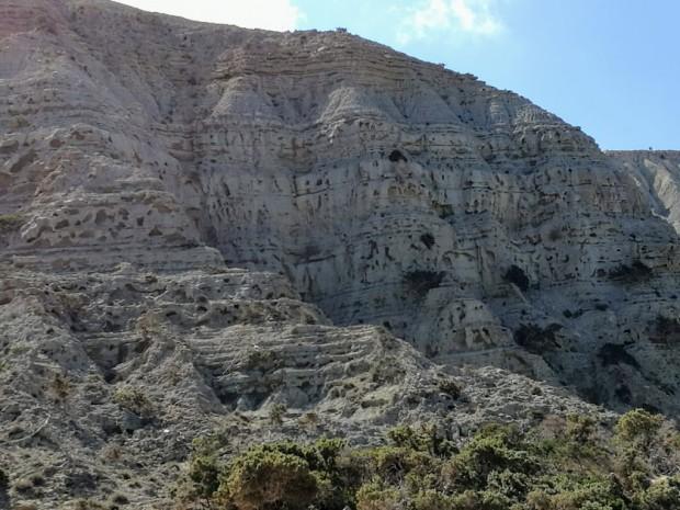 Скалните образувания над плажа Потамос