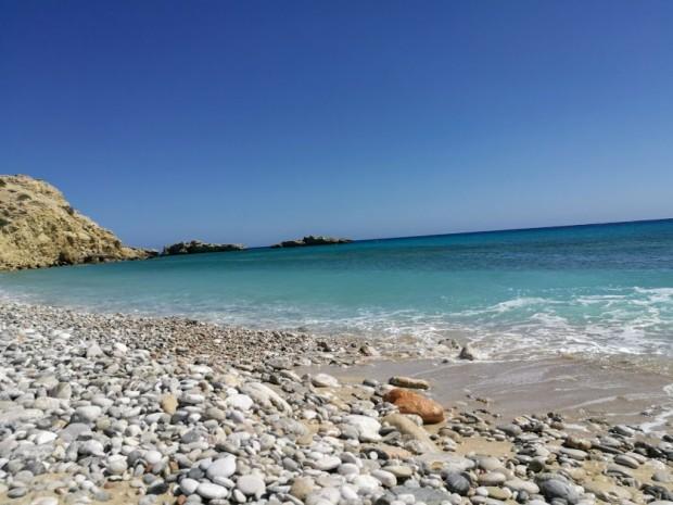 Плажът Трипити е с много красиви камъчета