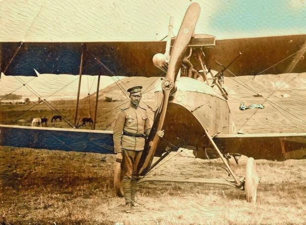Продан Таракчиев със самолет LVG - СІІ (оцветена снимка) източник: Музей на авиацията - Крумово