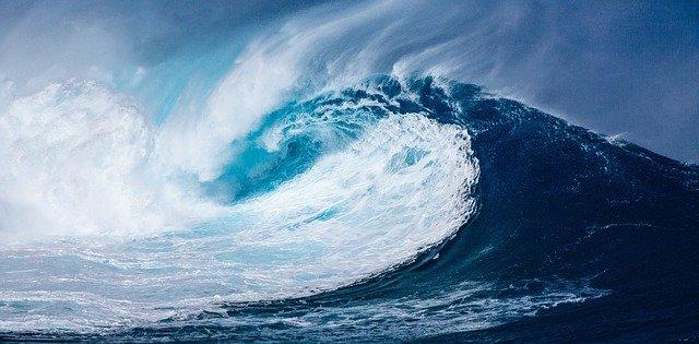 wave-1913559_640 (1)