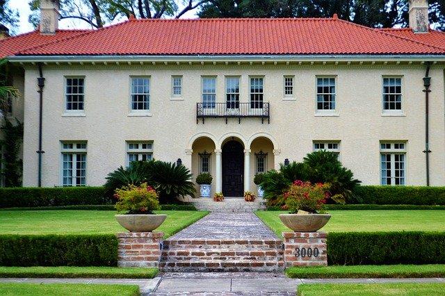 luxury-home-2975792_640