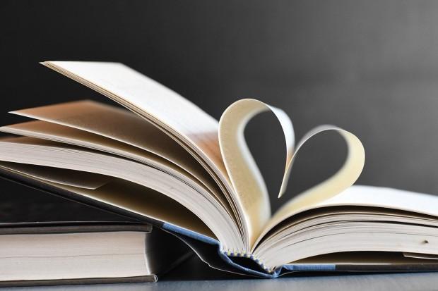 books-5615562_1280