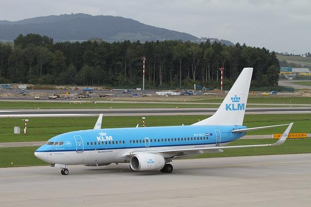 aircraft-2786436_640