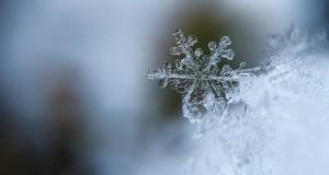 snowflake-1245748_640